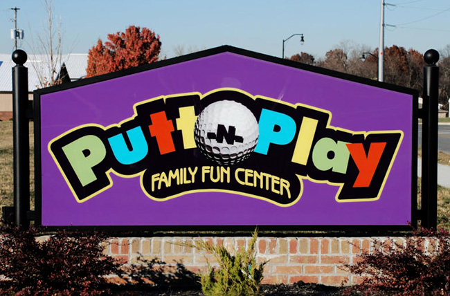 Putt N Play Architectural Ground Sign